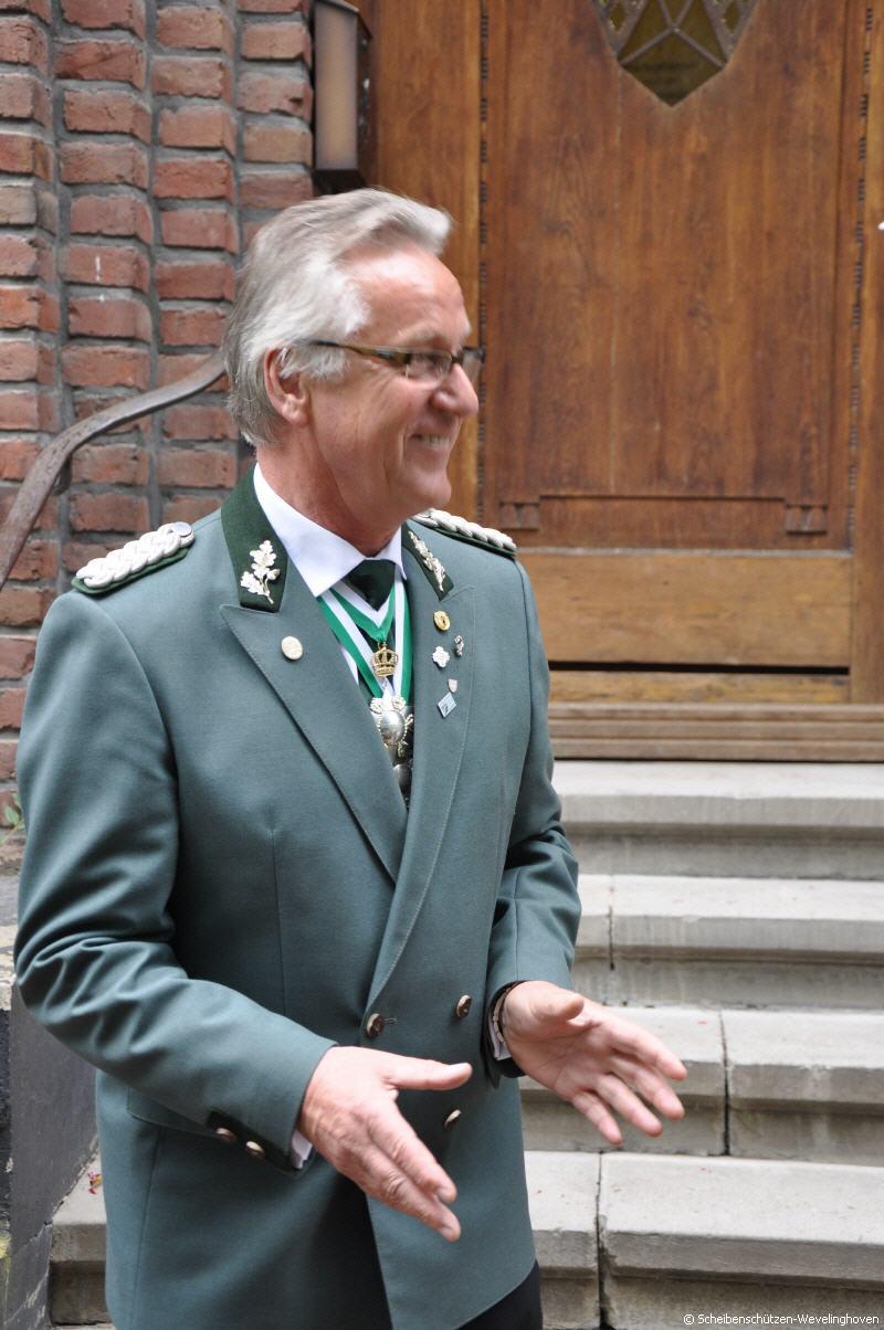 Dr. Helmut Hauser