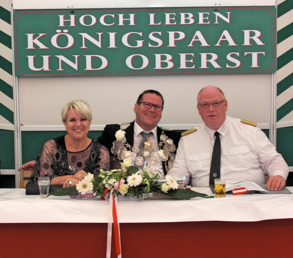 Ehrenabend_06_Koenigspaar_mit_Oberst